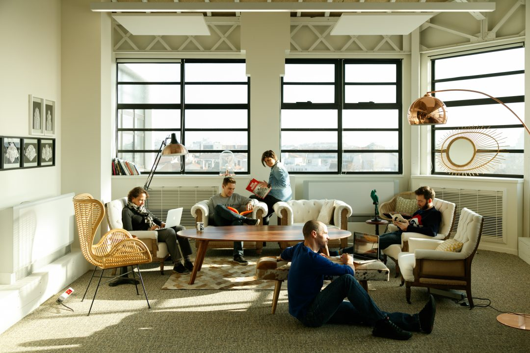 now espace de coworking cr atif et innovant lyon behind the do r. Black Bedroom Furniture Sets. Home Design Ideas